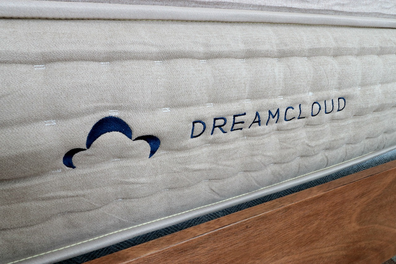 dreamcloud mattress labor day sale house becomes home interiors. Black Bedroom Furniture Sets. Home Design Ideas